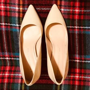 BANANA REPUBLIC Nude Patent Leather Pumps