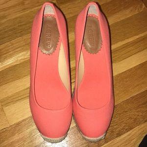 Closed toe wedges