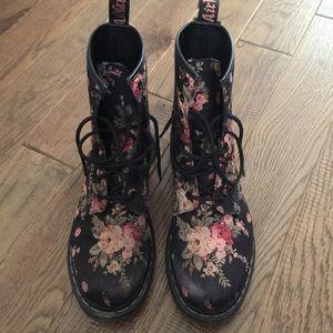 Dr Marten 1460 8 Eye Floral Boot