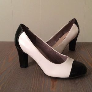 Life Stride Black & White Faux Patent Leather Pump