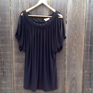 Black túnica mini dress. Beaded dress. Holiday