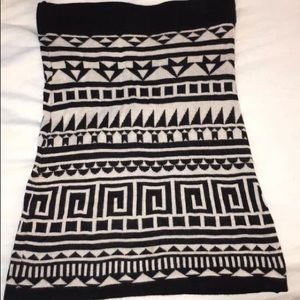 H&M patterned black and ivory mini skirt