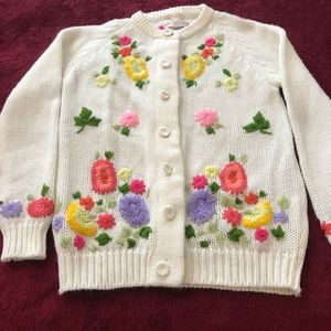 Vtg white/Sweater/beautiful flowers Embroidered