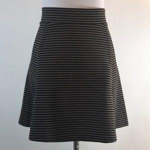 Banana republic gray black striped knit skirt L
