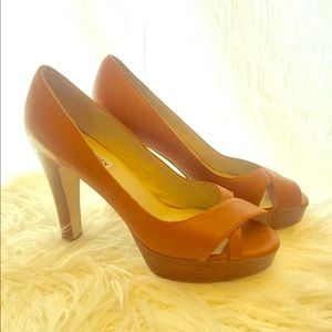 Steve Madden light brown  8.5 Glamor heels