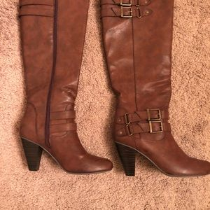 7.5 Brown Boots. 16 in length with a 3.5 in heel