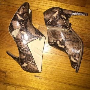 Nine West Snake skin pattern booties size 11M