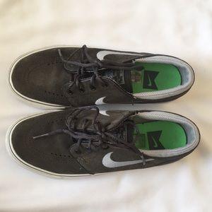 Gray Nike SB Janoskis