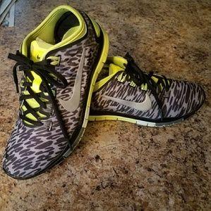 Women's Nike sz 6.5 shoes