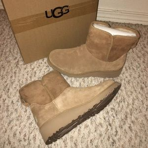 NIB 100% Auth. Uggs Kristin Wedge Boots 8