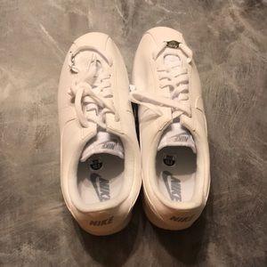 Men's white Nike shoes