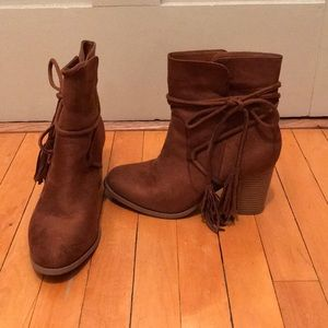 Ankle boots with tassels