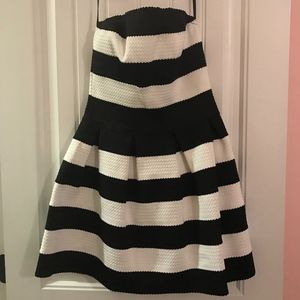 *ONLY WORN ONCE* *RUNS SMALL* Black & White Dress