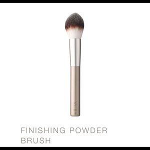 Ilia Finishing Powder Brush