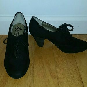 Seychelles black suede Oxford lace up heels size 6
