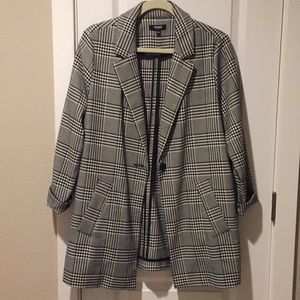 Black and white houndstooth boyfriend blazer