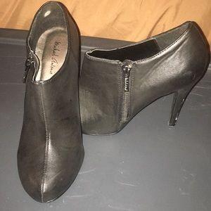 🎄all black ankle heels.