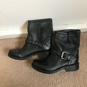 Steve Madden black leather boots, size 6