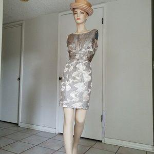 $125 Donna Ricco short Dress size 6