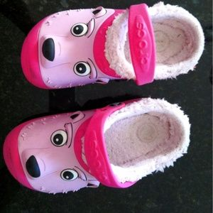 Crocs girl home shoes size 2