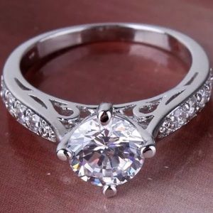 18K White gold Size 5 Engagement Ring 💍