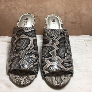 "New white mountain reptile mules 3.5"" heel size 10"