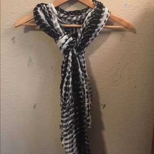 Light weight and soft scarf