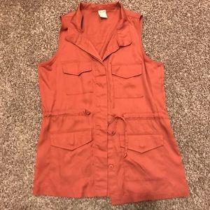 Coral accessory vest