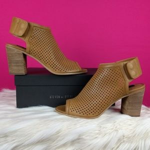 Steven Steve Madden booties tan leather size 9.5