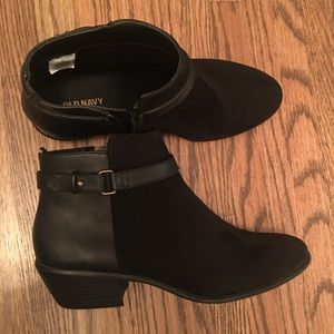 Old navy black leather and suede booties