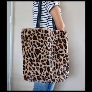 Leopard faux fur print tote bag