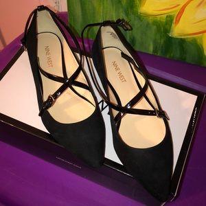 Woman's Nine West ankle strap flats