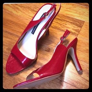 Chinese Laundry Red! Size 7
