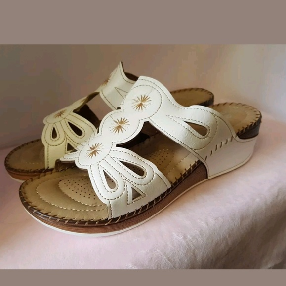 415ad380e98e Lady Godiva Comfort Wedge Sandals White Size 10