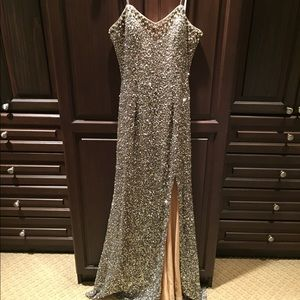 Silver sequins gown!