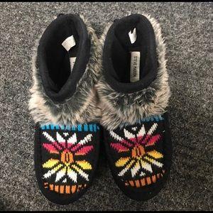 💝 STEVE Madden Aztec Slippers