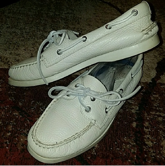 white leather sperry sneakers