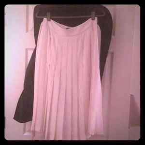 Banana republic cream pleated skirt.
