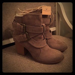 Brand new w/ tags! American Eagle Boots. Tan- SZ 7