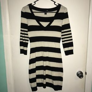 H&M Black and White Striped Long Sleeve Dress