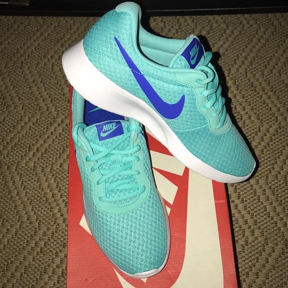 Women Nike Tanjun size 8