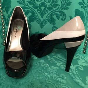 Color block platform peep toe pumps