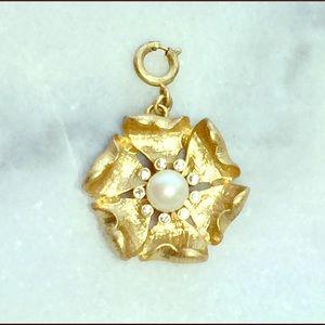 Stella & Dot Gold Toned Flower Pendant