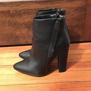 NWOB Leather Pointed Toe Booties