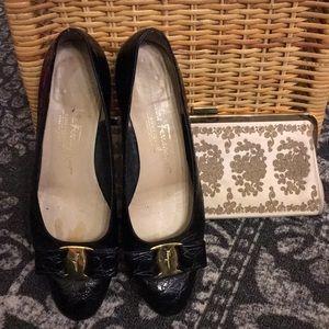 Vintage Ferragamo 7 cute bow shoes