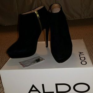 Aldo Stiletto Ankle Boots (Black Suede size 8)