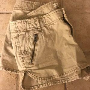 Pants - Hollister khaki shorts Size 1 25w