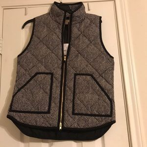 NWT J. Crew Black printed puffer vest, size small
