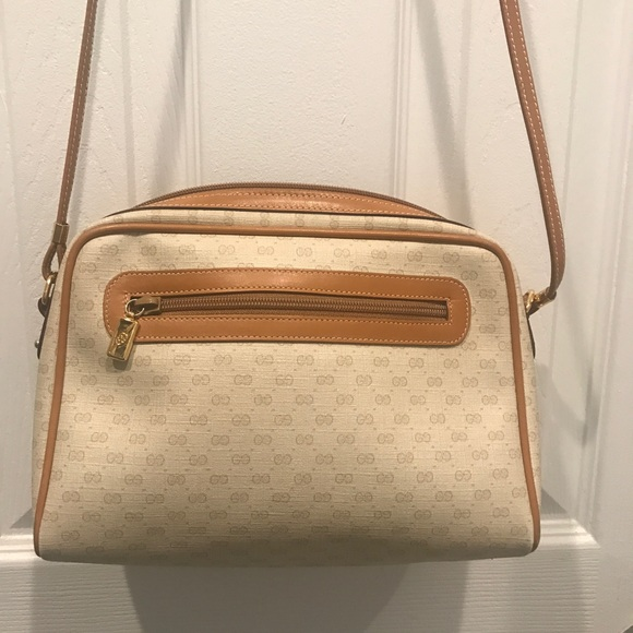 6bf93e47ae5 Gucci Handbags - Gucci Hangbag