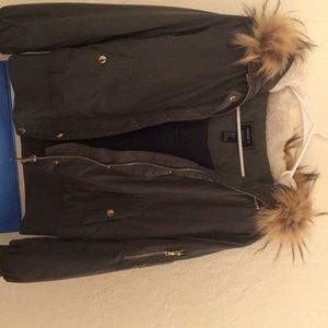 Forever21 puff jacket, worn 2x. retailed for 50$
